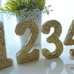 Réaliser de jolis numéros de table pailletés !